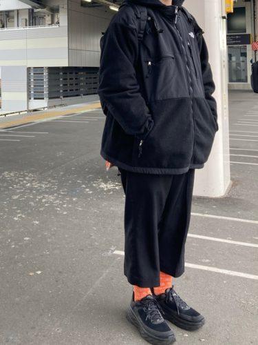 オレンジソックス×スニーカー